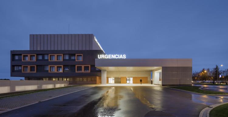 Clínica Universidad de Navarra en Madrid / IDOM, © Aitor Ortiz