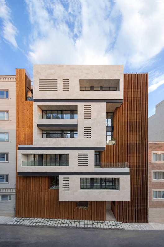 Edificio residencial Salariyeh / Heram Architects, © deed studio