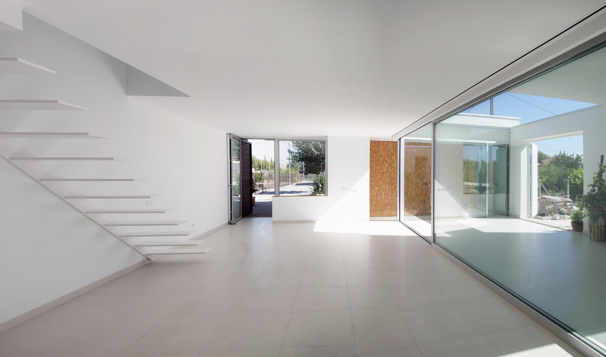 Casa Pequeña para una Familia Numerosa / La Mirateca | ArchDaily ...