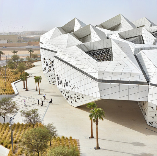 KAPSARC (King Abdullah Petroleum Studies and Research Centre) / Zaha Hadid Architects . Image © Hufton + Crow