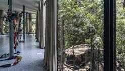 Pavilhão temporário é construído na Casa de Vidro de Lina Bo Bardi
