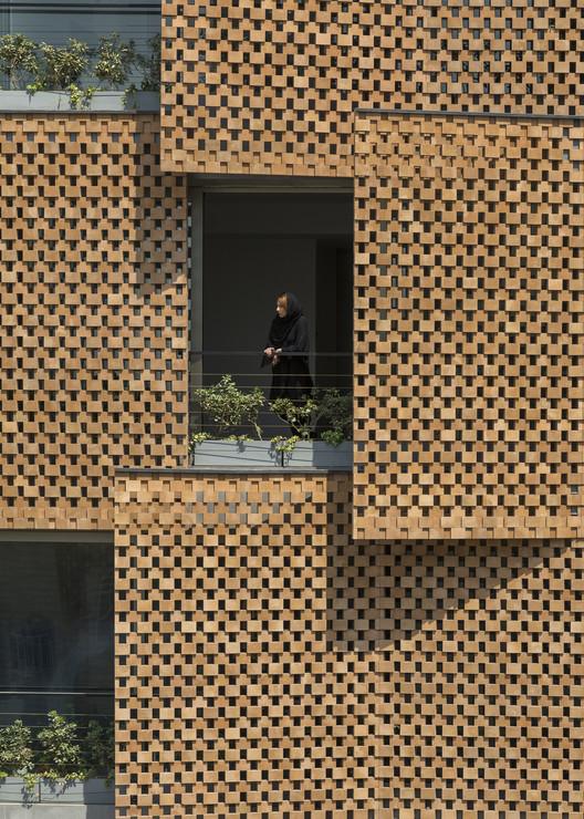 Edifício residencial Saadat Abad / Mohsen Kazemianfard - fundamental approach architects, © Parham Taghioff