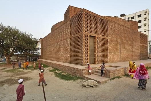 Bait Ur Rouf Mosque, Dhaka, Bangladesh / Marina Tabassum Architects. Image