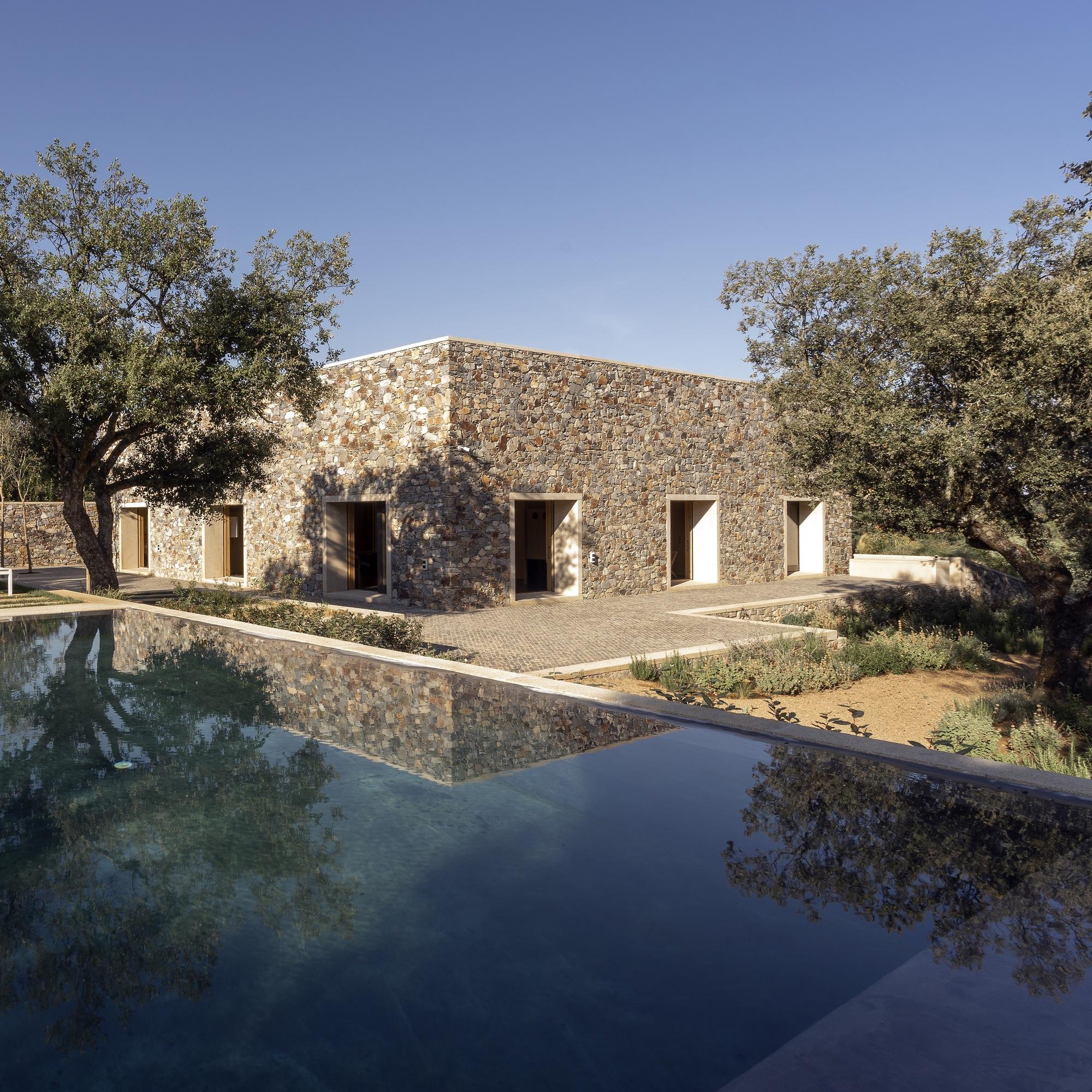 stone houses in c u00e1ceres    tu u00f1 u00f3n arquitectos