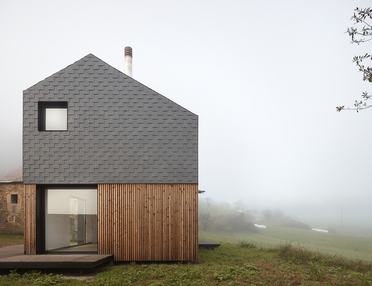 Stone Facades: 7 Slate Covered Homes, © Mariela Apollonio