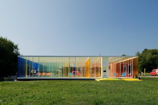 Temporary Pavilion at Picnic «Afisha» / project eleven