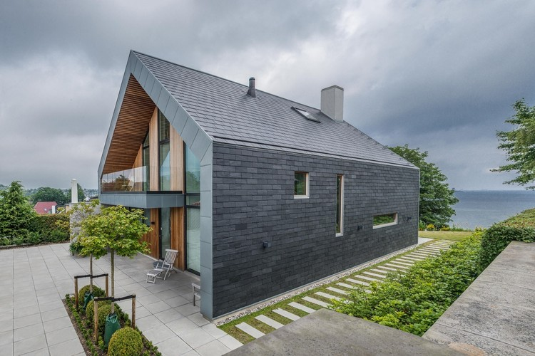 Stone Facades: 7 Slate Covered Homes | ArchDaily