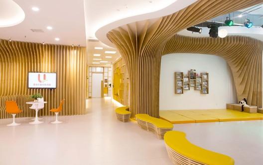 Corridor to classroom. Image © Zhenyong Yang