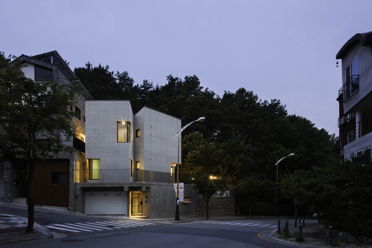Casa Borde / KARO Architects, © Hyo sook Jin