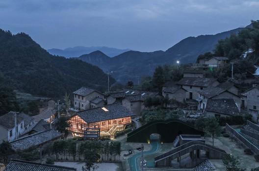 Bird's eye view of the book house. Image © Yilong Zhao