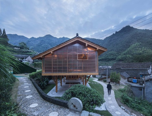 West facade of the book house. Image © Yilong Zhao