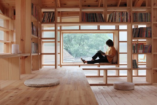 Bookshelves relevant to reading status. Image © Lin Chen