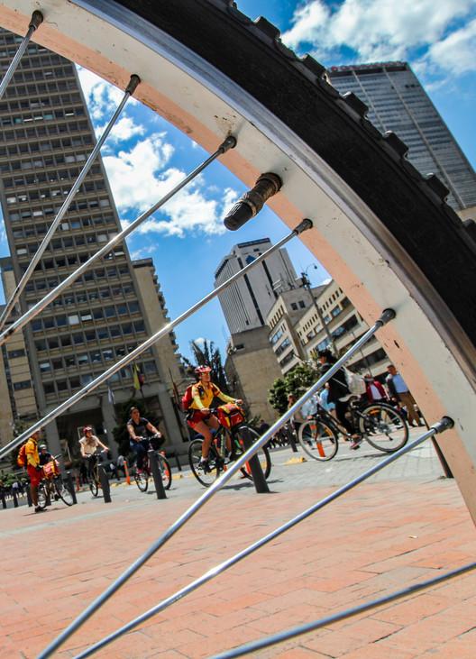 A 44 años de la ciclovía de Bogotá, Ciclovía Centro Internacional en Bogotá. Image © Stefanía Álvarez P.