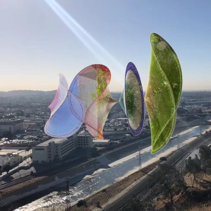 Dos obras colombianas de realidad aumentada habitan el espacio público de Los Angeles, © 4thwallapp [Instagram]. ImageCurative Mouth / Carolina Caycedo