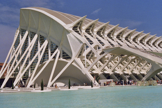Anthony Saroufim Captures the Skeletal Materiality of Santiago Calatrava's City of Arts and Sciences