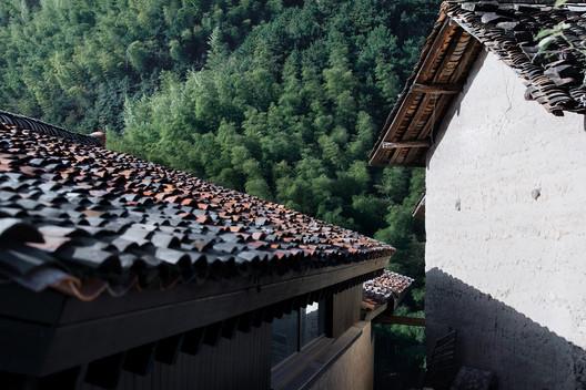 Blue Tile Roof. Image © Arch-Exist