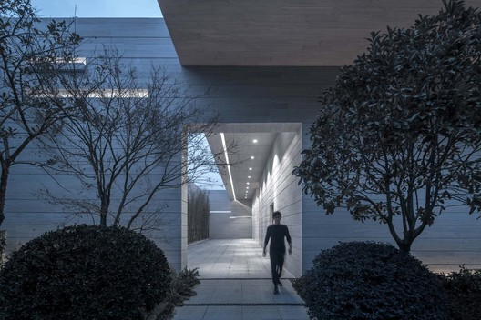 Exit into garden. Image © Xingzhi Architecture