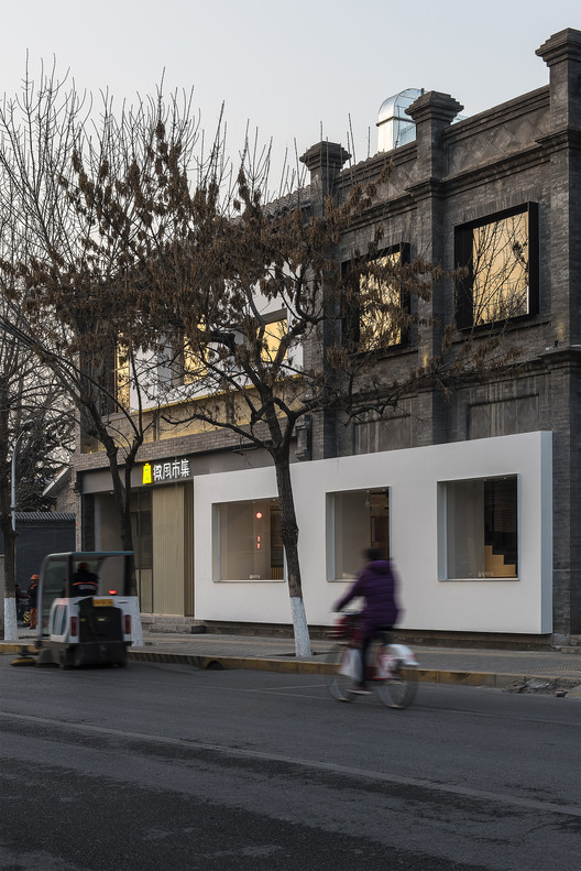 Building facade. Image Courtesy of FON STUDIO