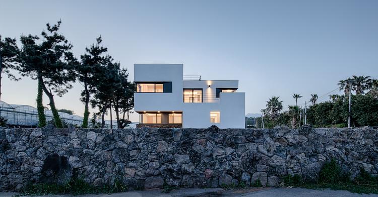 Maison de Grand Bleu / Janghwan Cheon + Studio I