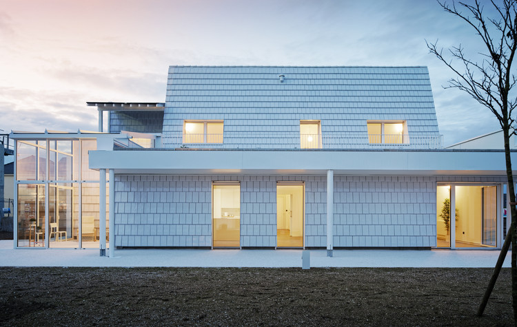 KONEKTI Two Connected Houses / Bruno Rollet Architecte, © Takuji Shimmura