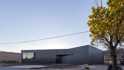Graphic Inputs Logistics Center / Federico Marinaro Arquitecto