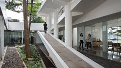 Vida Bekasi Marketing Office / andramatin