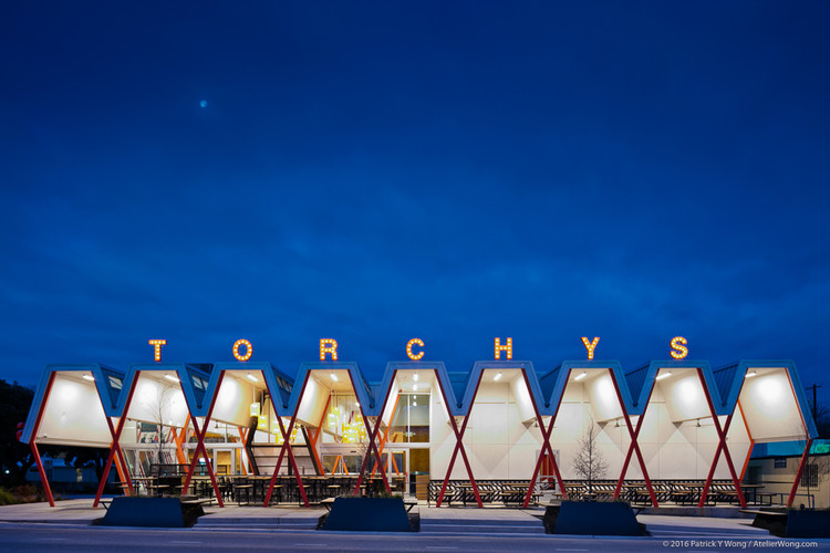 Let's Taco 'Bout Taqueria Architecture , Torchy's Tacos / Chioco Design. Image © Patrick Y. Wong