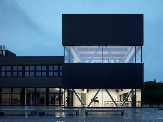 Anexo da escola em Vorarlberg / AO Architekten