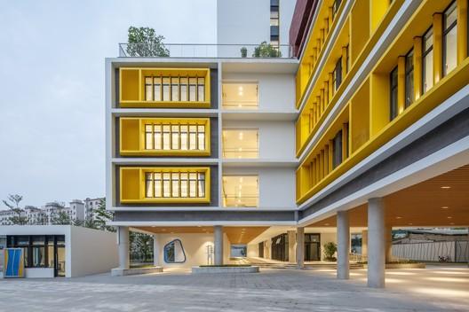 Primary school entrance atrium. Image © Schran Image