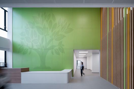 Executive building lobby. Image © Qingshan Wu