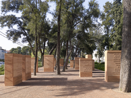 Memorial de la Tierra / Gitai Architects