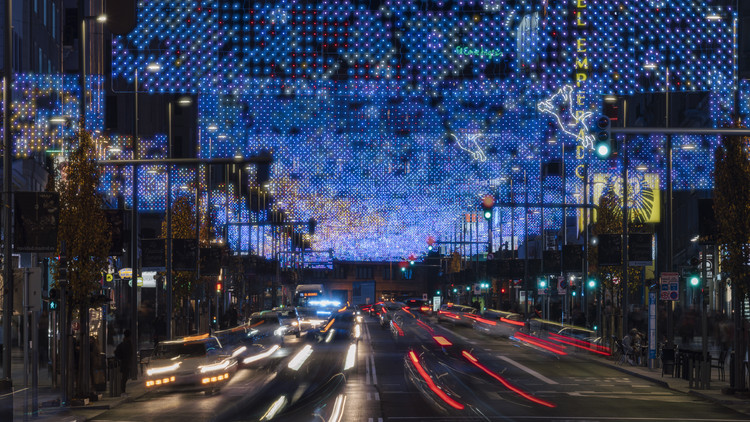 """""""Lucía in the sky"""" ilumina la Gran Vía de Madrid para esta Navidad, © Imagen Subliminal"""