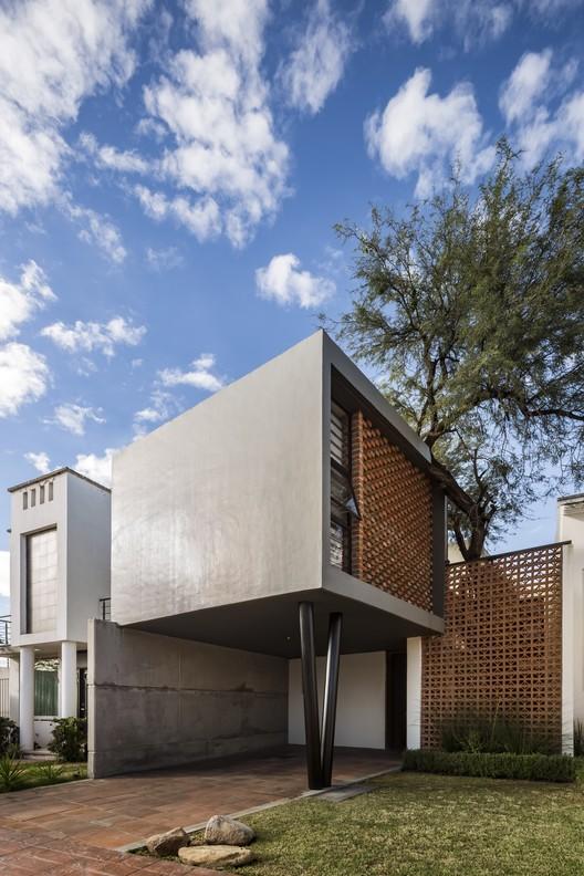 Casa YY  / Cubo Rojo Arquitectura