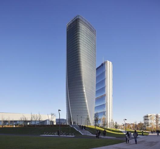 2: Generali Tower / Zaha Hadid Architects. Image © Hufton+Crow