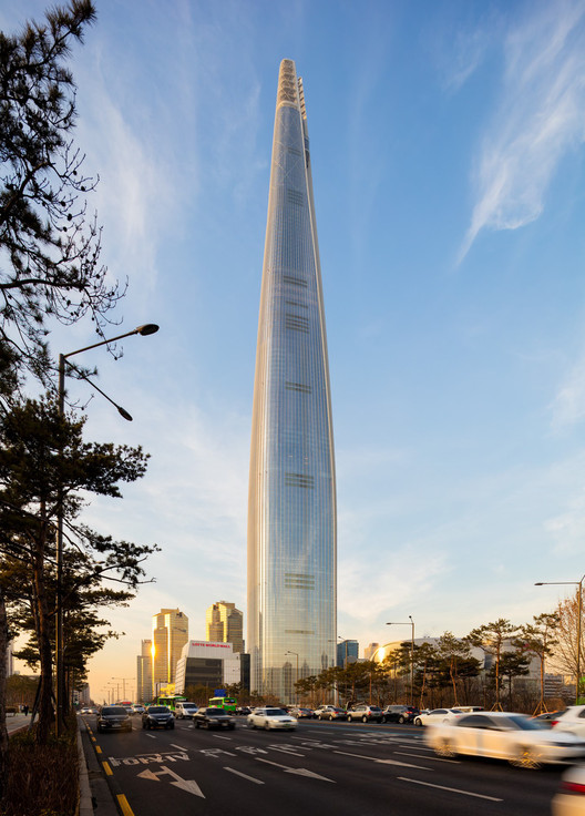 1: Lotte World Tower / Kohn Pedersen Fox Associates with Baum Architects. Image © Tim Griffith