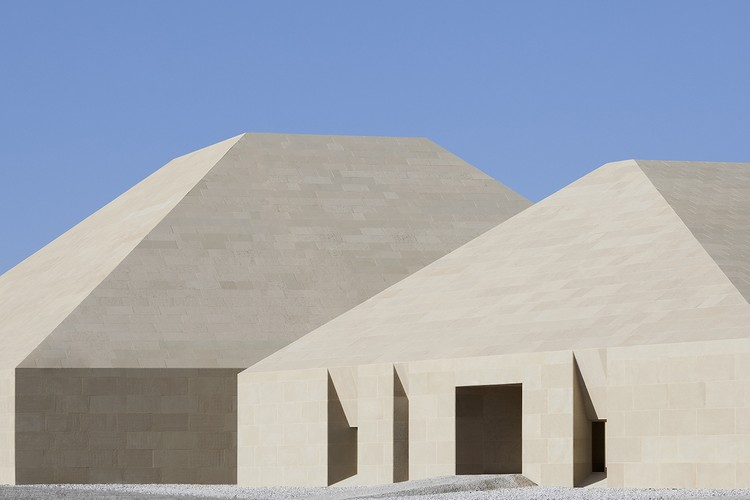 Dunhuang Tourism Distributing Center / BIAD-ZXD ARCHITECTS, © Zhi Xia