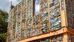 Este sistema modular de plástico recuperado aborda la vivienda de bajo impacto ambiental en Argentina