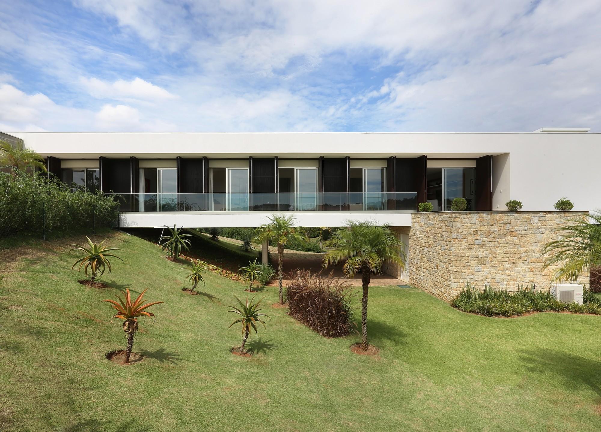 Residência Quinta da Baroneza / Belluzzo Martinhão Arquitetos