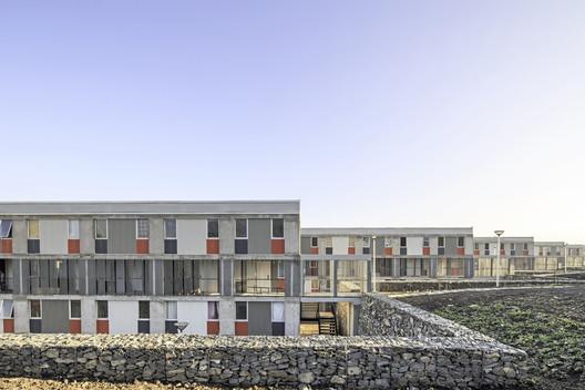 Conjunto Habitacional Las Perdices / Gubbins Arquitectos, Polidura + Talhouk Arquitectos