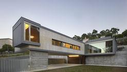 House in Monteporreiro / rodriguez + pintos