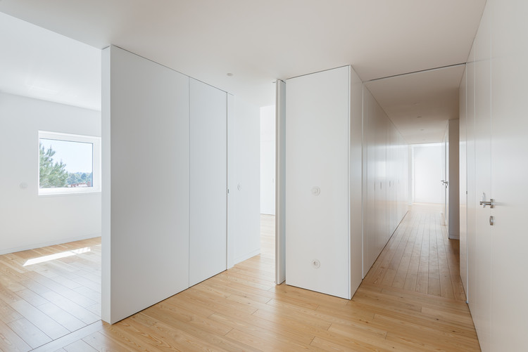 Apartamento FR / José Tiago Rosa + Nuno Miguel Tavares. Arquitectos, © do mal o menos