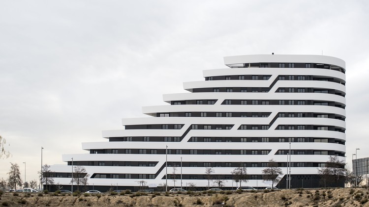 Terraces of the Lake / Morph Studio, © Héctor Santos-Díez