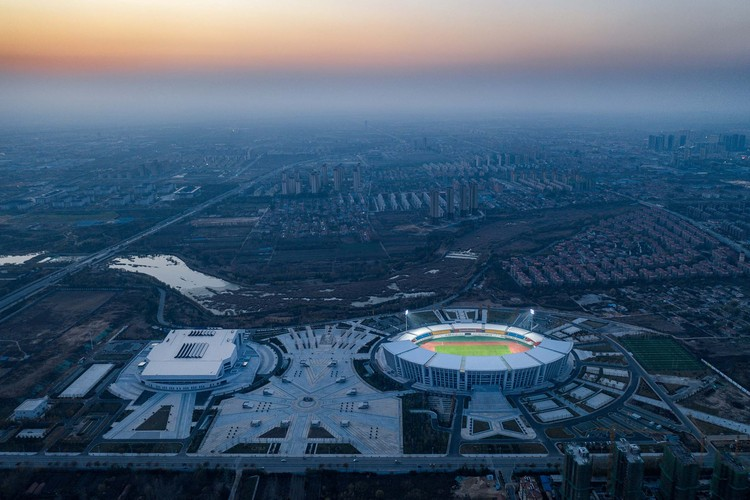 Olympic Sports Center Of Pingdu Qingdao / Shanghai Jiao Tong University Urban Planning & Architectural Design Co.Ltd, Olympic sports center. Image © Qingshan Wu