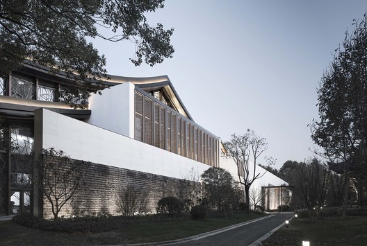Perspective View of the West Elevation of Multi-Function Hall. Image © Qiang Zhao