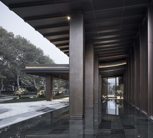 Copper Column of Multi-Function Hall. Image © Qiang Zhao