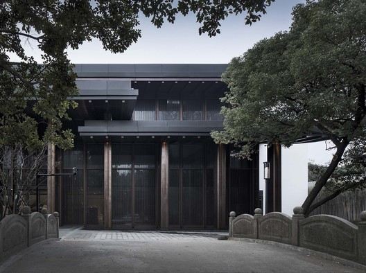 Tripe Eaves on the North Elevation of Multi-Purpose Hall. Image © Qiang Zhao