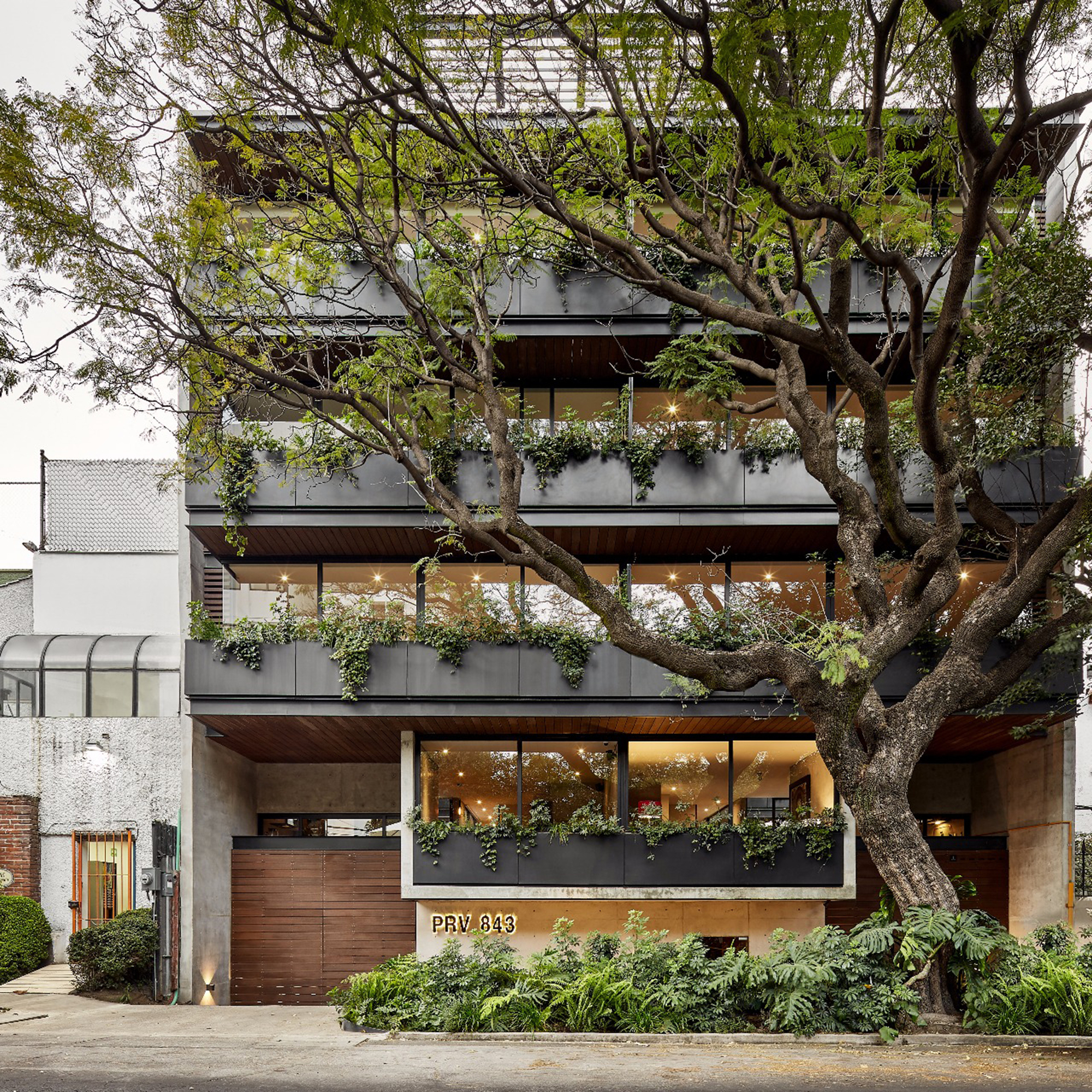 PRV 843 Building / JL arquitectos