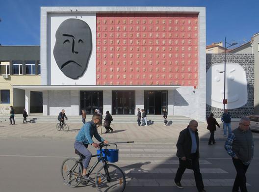 Roman Mensing. ImageAndon Zako Cajupi Theatre / Bolles + Wilson