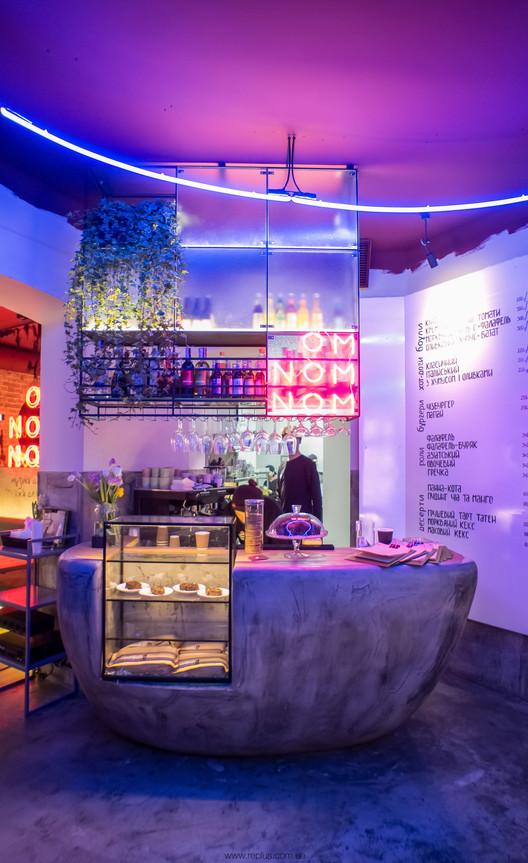 OMNOMNOM Vegan Cafe / replus design bureau, © Dmytro Sorokevych