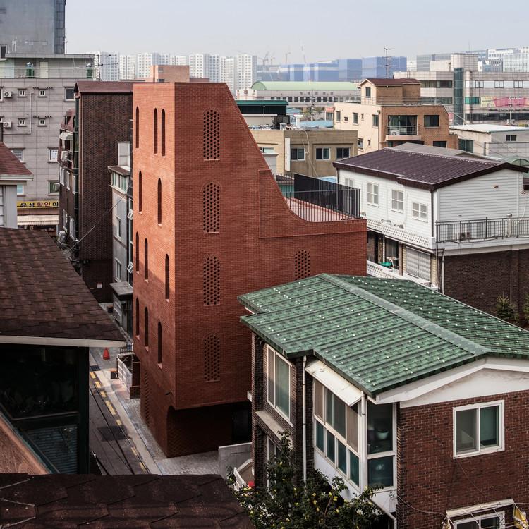 Casa de cinco pisos / stpmj, © Bae Jihun